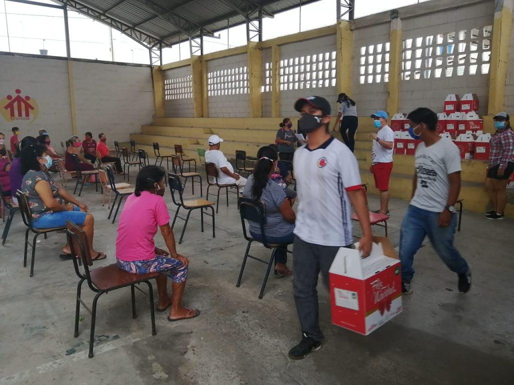 Machala - Entrega de apoyo alimenticio a través del programa Cáritas